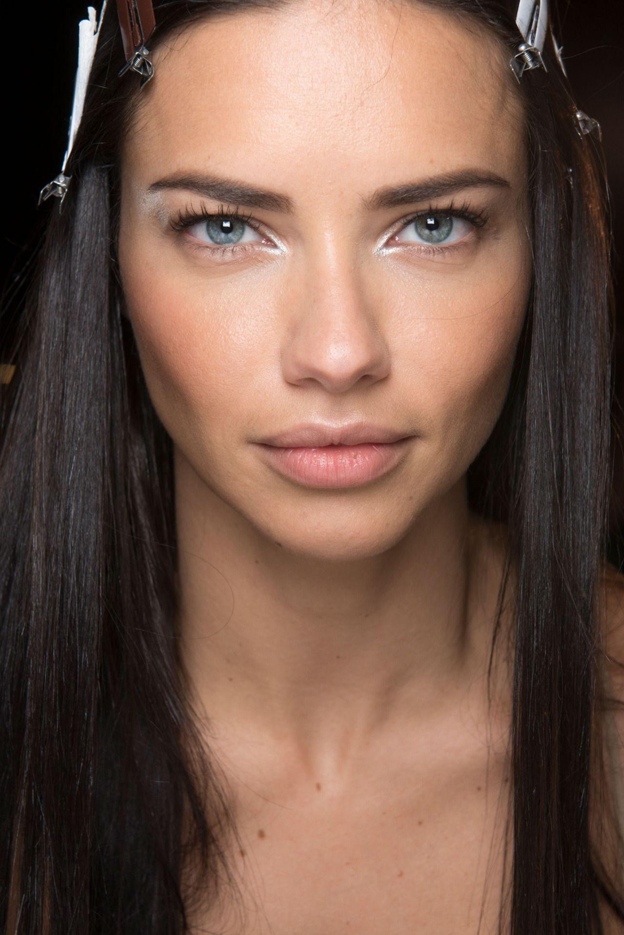 Adriana Lima Versace S S 2017 Show In Milan September 2016