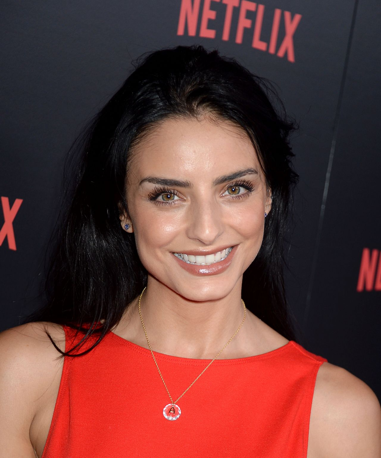 Aislinn derbez in easy s01e04 4