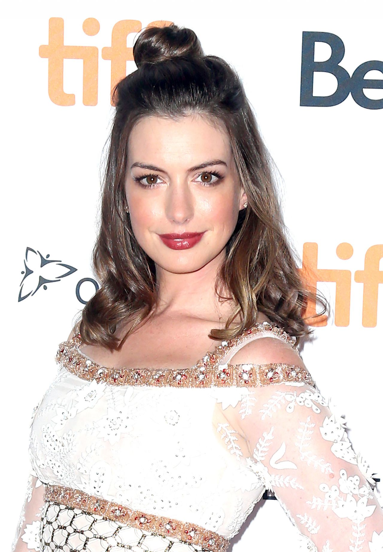 Anne Hathaway - 'Colossal' Premiere at The TIFF in Toronto ... Anne Hathaway