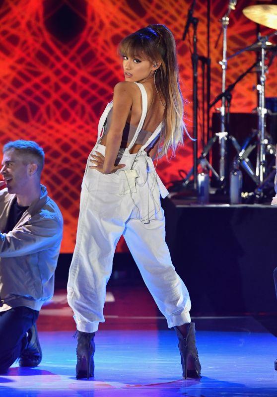 Ariana Grande - Macy