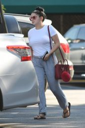 Ariel Winter - Grocery Shopping in Los Angeles 9/17/2016