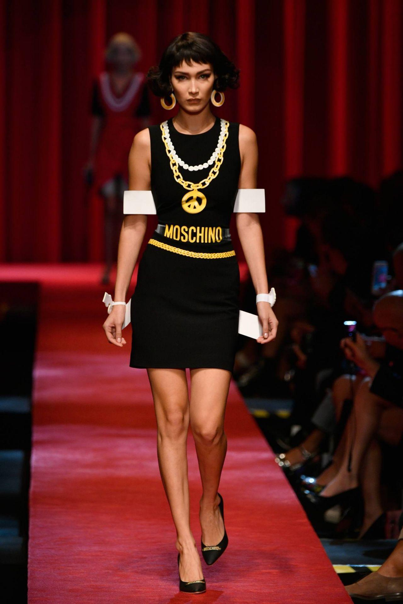 Bella hadid moschino fashion show in milan september 2016 for Milan show 2016