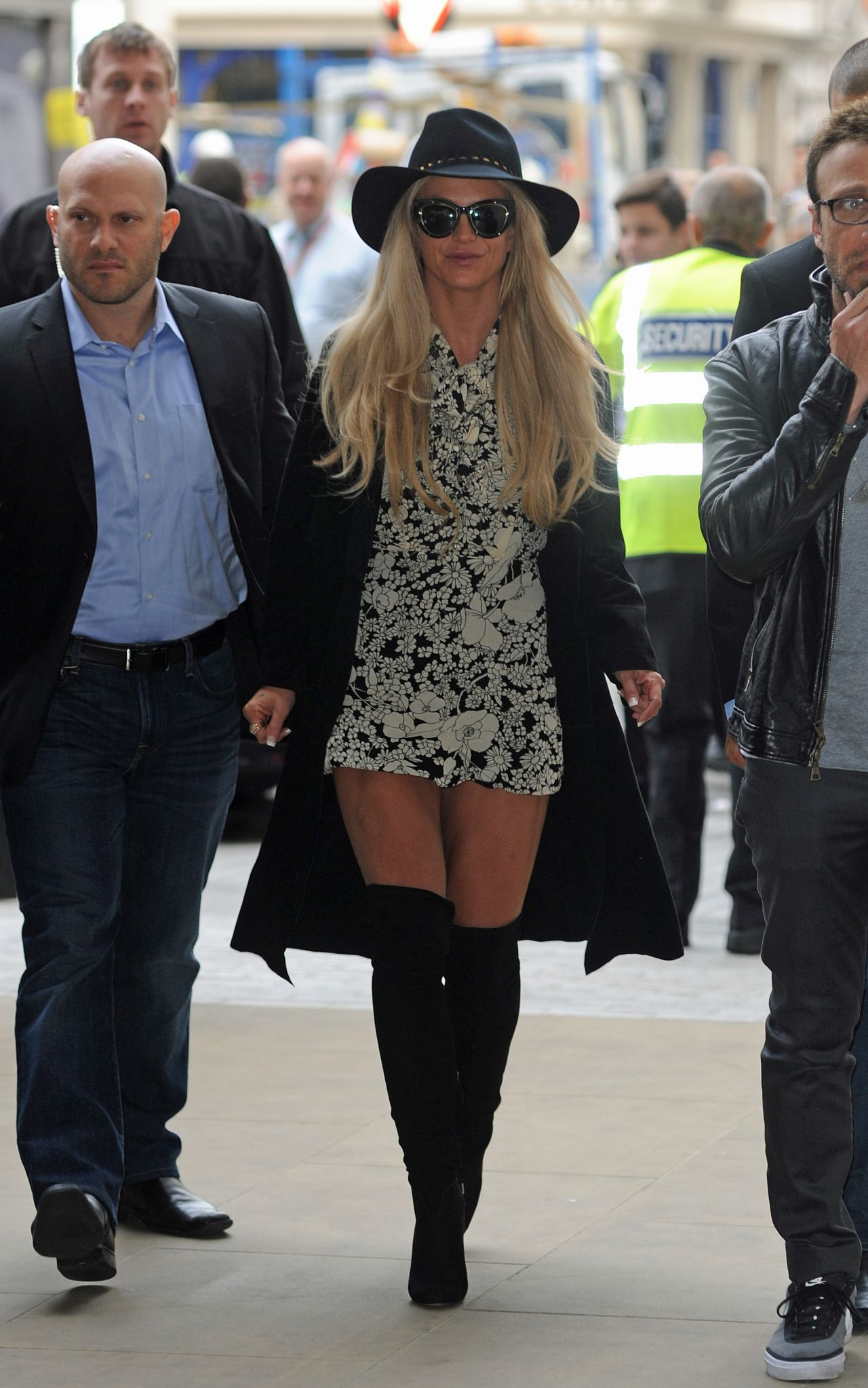 britney-spears-at-bbc-radio-1-in-london-