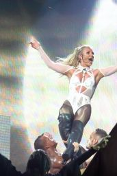 Britney Spears Performs at the Apple Music Festival in London 9/27/2016