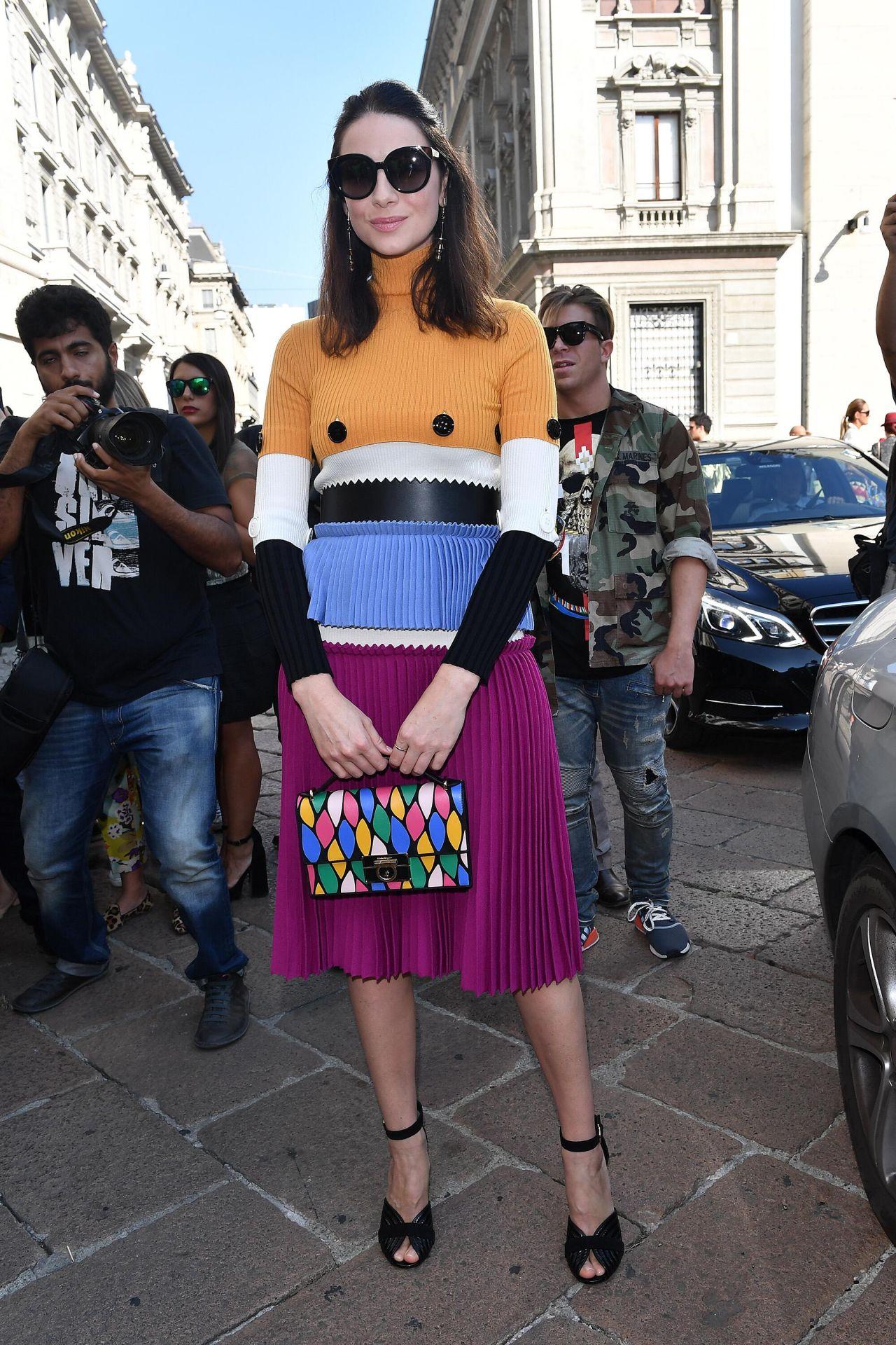 Celebrities trands caitriona balfe salvatore ferragamo for Milan show 2016
