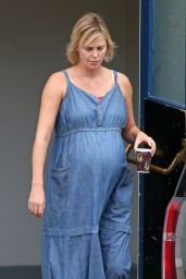 Charlize Theron - Set of
