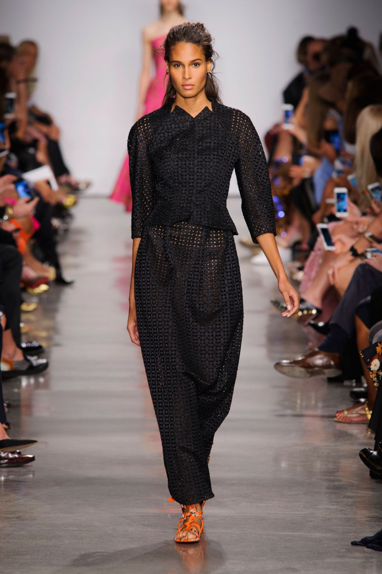 cindy bruna zac posen show at milan fashion week september 2016. Black Bedroom Furniture Sets. Home Design Ideas