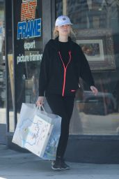 Elle Fanning - Shopping in Sherman Oaks 9/3/2016