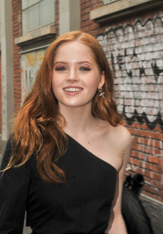 Ellie Bamber - Out in Milan, Italy 09/22/2016