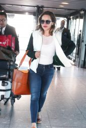 Emilia Clarke Travel Outfit - Heathrow Airport in London 09/12/2016