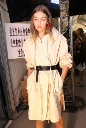 Gigi Hadid - Isabel Marant Show - Paris Fashion Week 9/29/2016