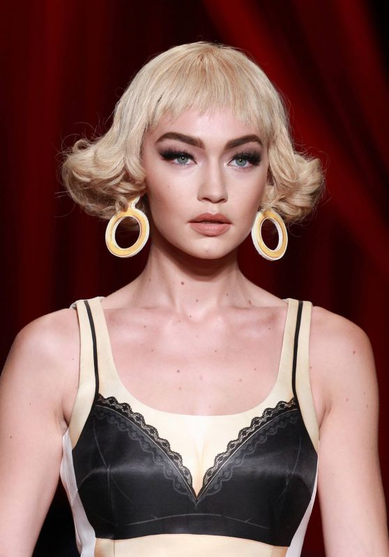 Gigi Hadid – Moschino Fashion Show in Milan, September 2016