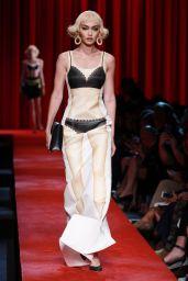Gigi Hadid – Moschino Fashion Show in Milan, September 2016
