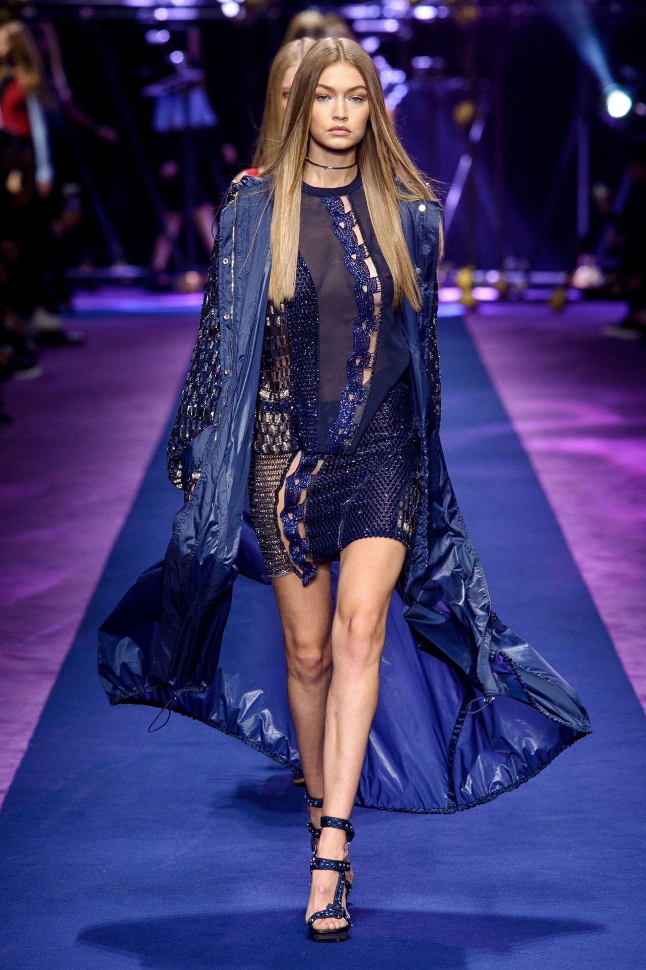 Gigi hadid versace s s 2017 show in milan september 2016 for Milan show 2016