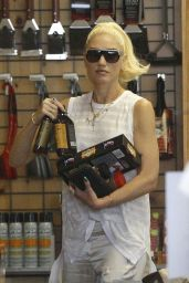 Gwen Stefani - Shopping in Studio City 9/25/2016