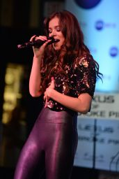 Hailee Steinfeld - Hits 97.3 Sessions at Revolution in Fort Lauderdale 9/15/2016