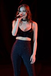 Hailee Steinfeld Performing at The Bayfront Park Amphitheatre in Miami 9/16/2016