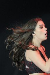 Hailee Steinfeld Performing on The Untouchable Tour in Allentown, 9/3/2016