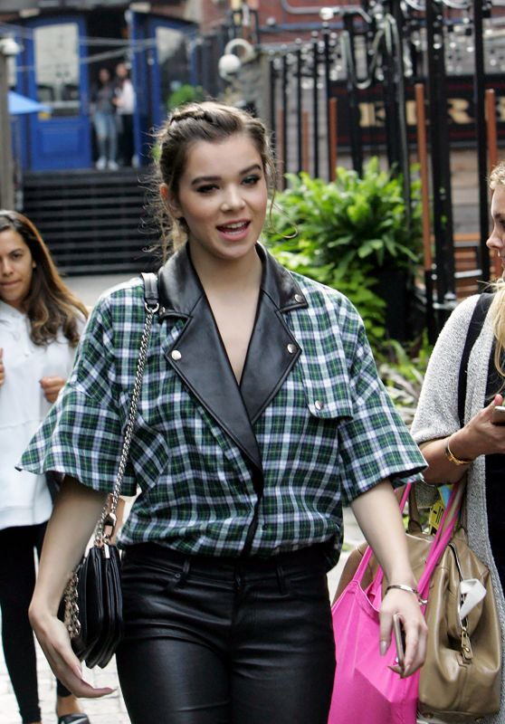 Hailee Steinfeld Urban Outfit - Toronto, Canada 9/10/2016
