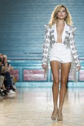 Hailey Baldwin - Julien MacDonald Show Spring/Summer 2016/2017 - London Fashion Week 9/17/2016