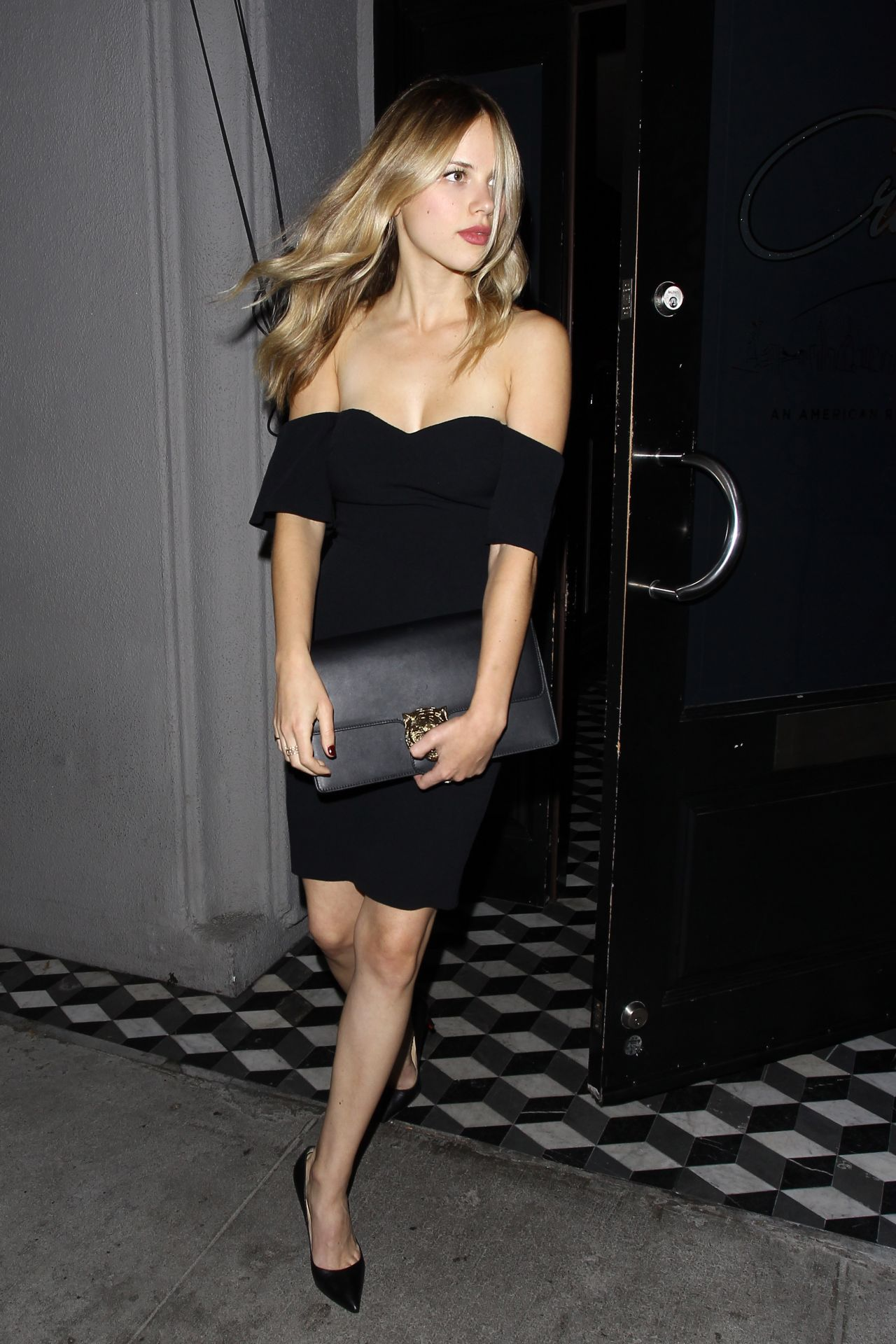 Halston Sage Leaving Craig S Restaurant In West
