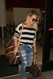 Hilary Duff Travel Outfit - Arriving at the Airport in Los Angeles 9/29/2016