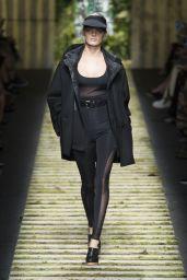 Isabeli Fontana - MaxMara Show at Milan Fashion Week, September 2016