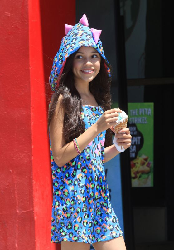 Jenna Ortega Enjoys an Ice Cream Cone - Manhattan Beach 8/30/2016