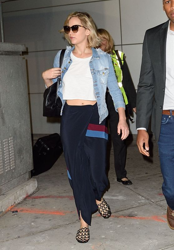 Jennifer Lawrence - Arrives at JFK Airport in New York City, September 23, 2016