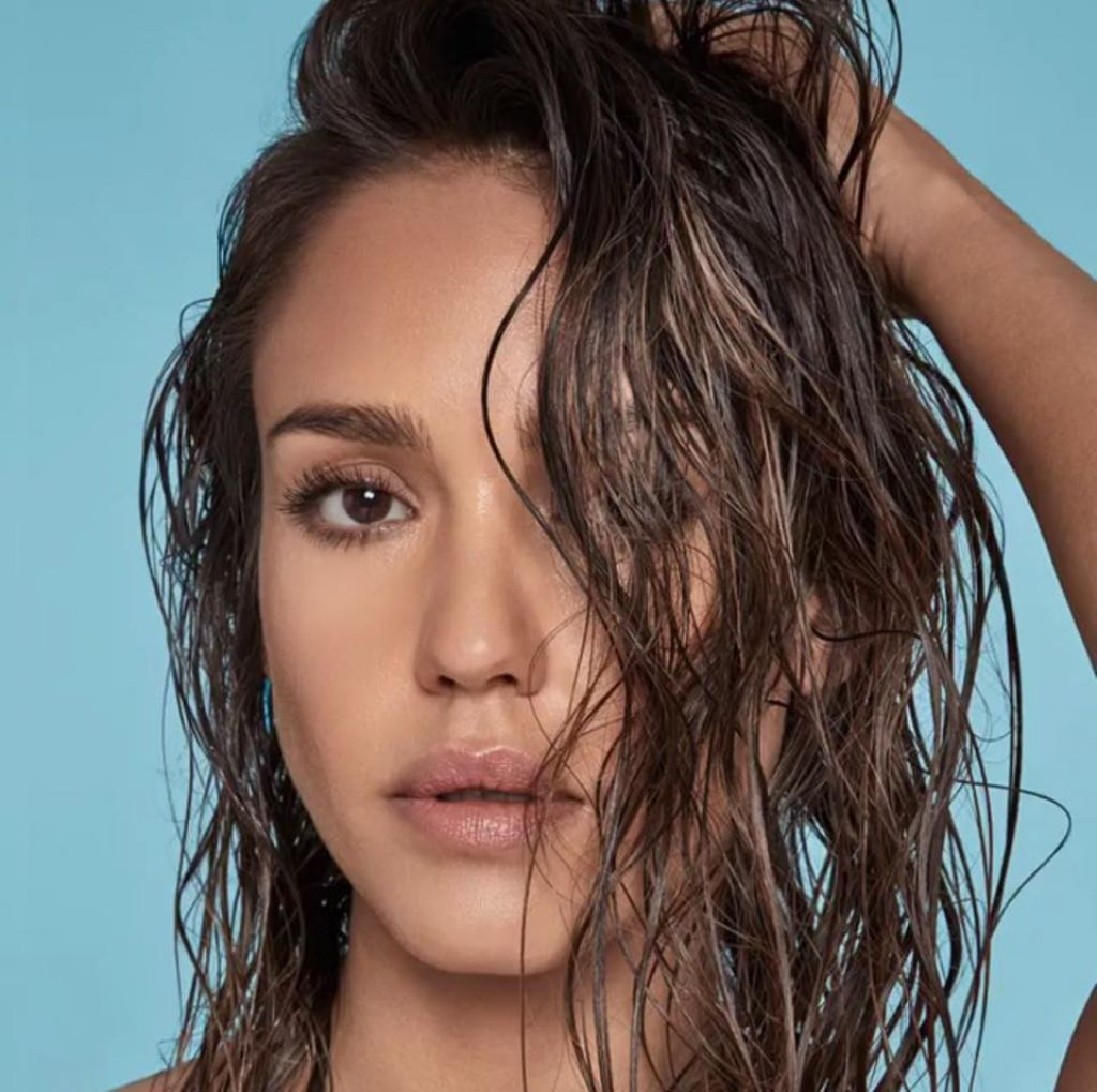 http://celebmafia.com/wp-content/uploads/2016/09/jessica-alba-honest-beauty-august-2016-2.jpg