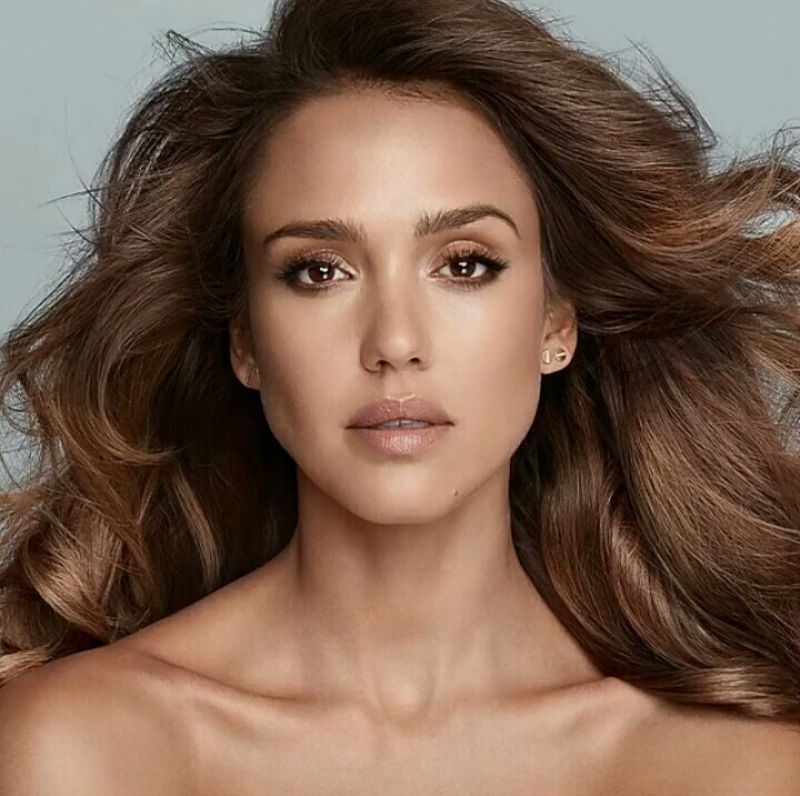http://celebmafia.com/wp-content/uploads/2016/09/jessica-alba-honest-beauty-august-2016-4.jpg