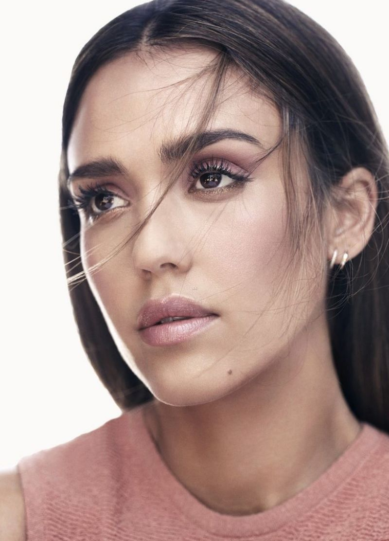 http://celebmafia.com/wp-content/uploads/2016/09/jessica-alba-honest-beauty-august-2016-9.jpg