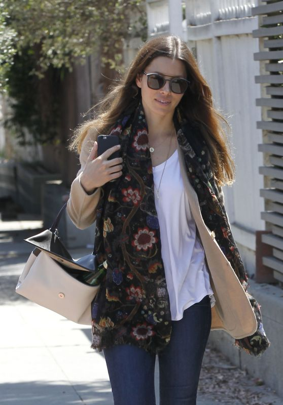 Jessica Biel - Goes to Visit a Friend in Venice, CA 9/4/2016