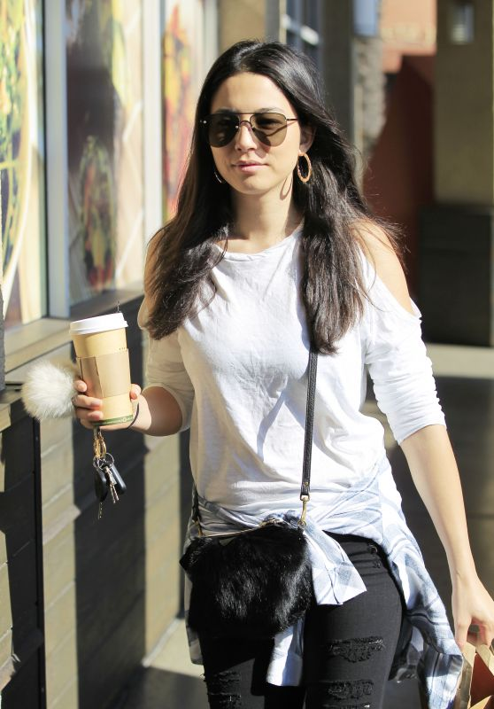 Jessica Gomes - Leaving Erewhon Grocery Store in Los Angeles 9/21/2016
