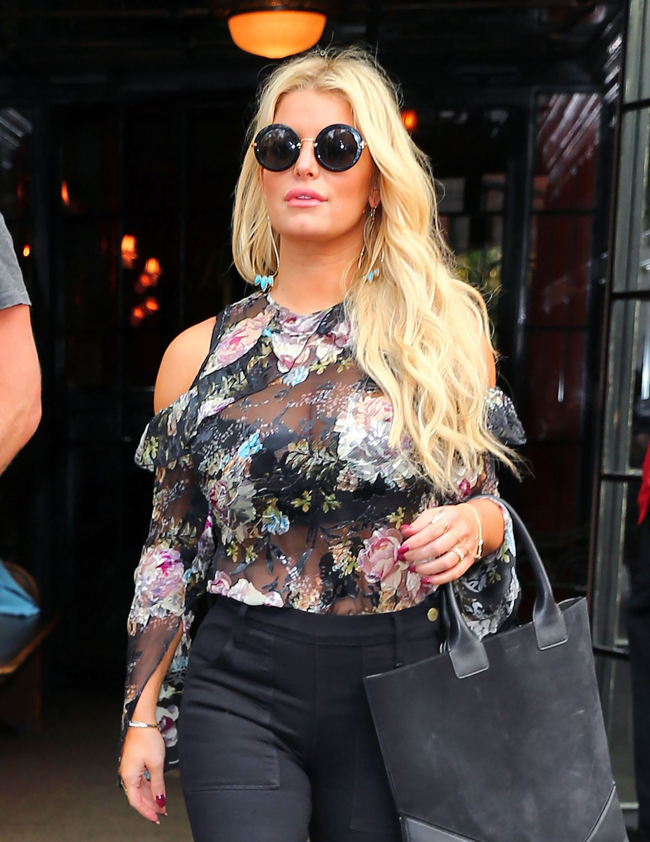 Jessica Simpson - Out ...