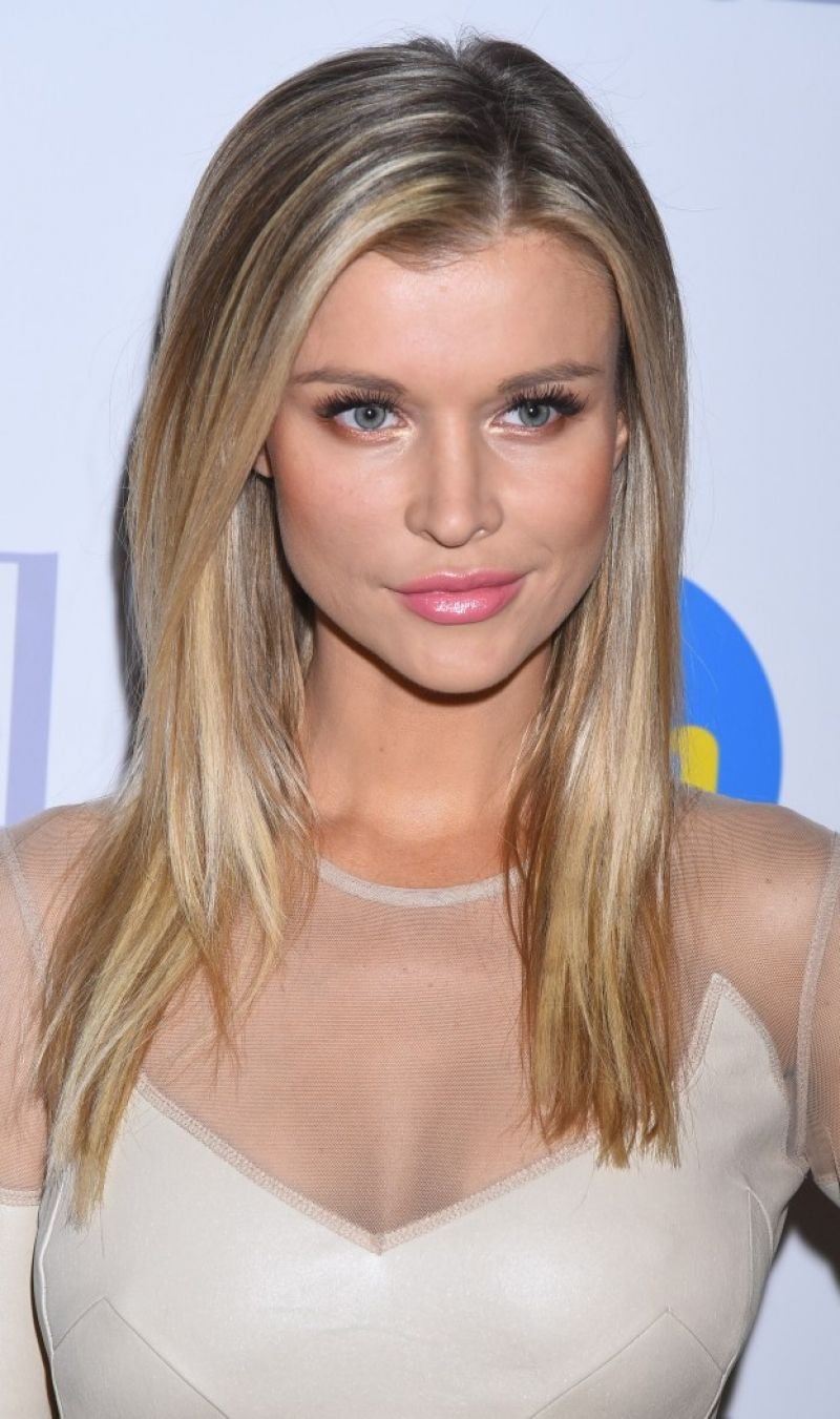 joanna krupa  promoted the next season of 'top model' in