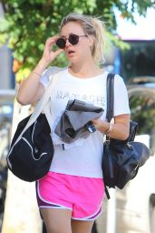 Kaley Cuoco - Arriving to Her Yoga Class in Studio City 09/26/ 2016