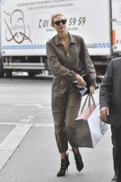 Karlie Kloss Fashion Star -  Leaving Her Hotel in Paris 9/28/2016