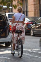 Karlie Kloss - Riding a Bike in New York City 9/9/2016