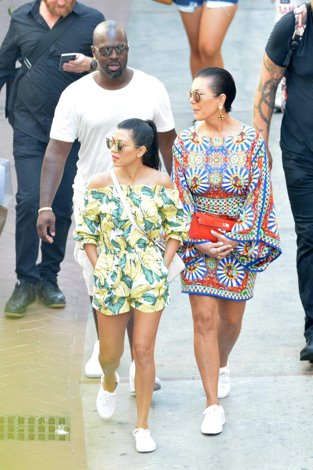 September 2016 Popsugar Must Have Box Review: Celebrities-Trands: Kourtney Kardashian On Holiday In