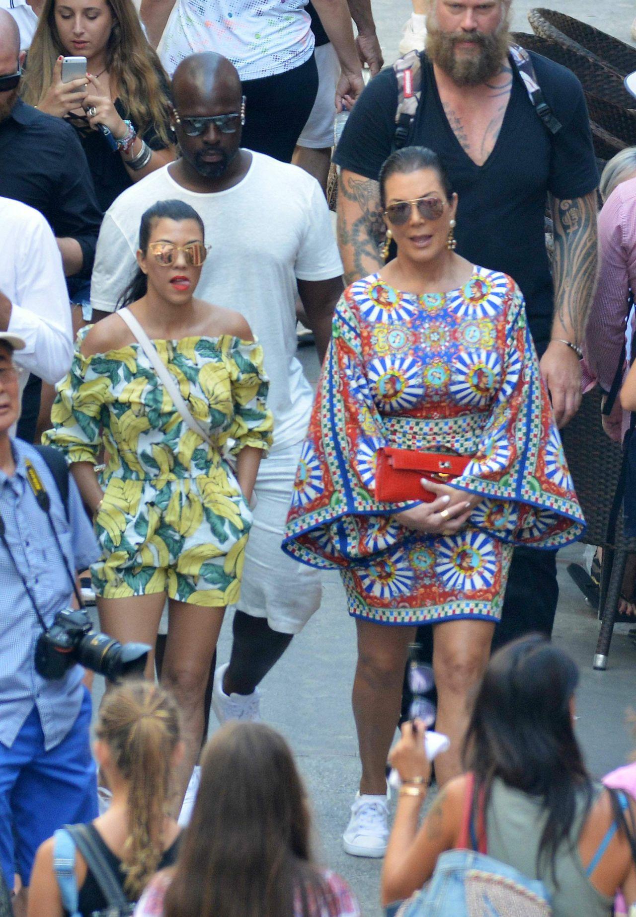kourtney kardashian on holiday in capri september 2016