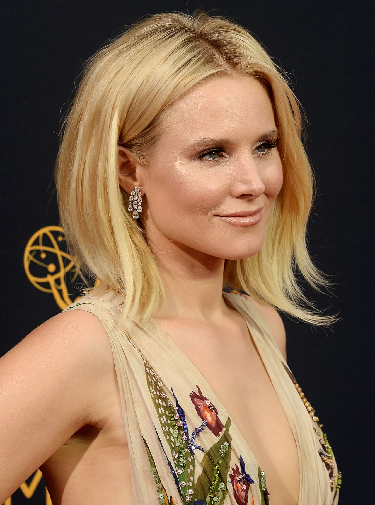 Kristen Bell – 68th Annual Emmy Awards in Los Angeles 09 ...