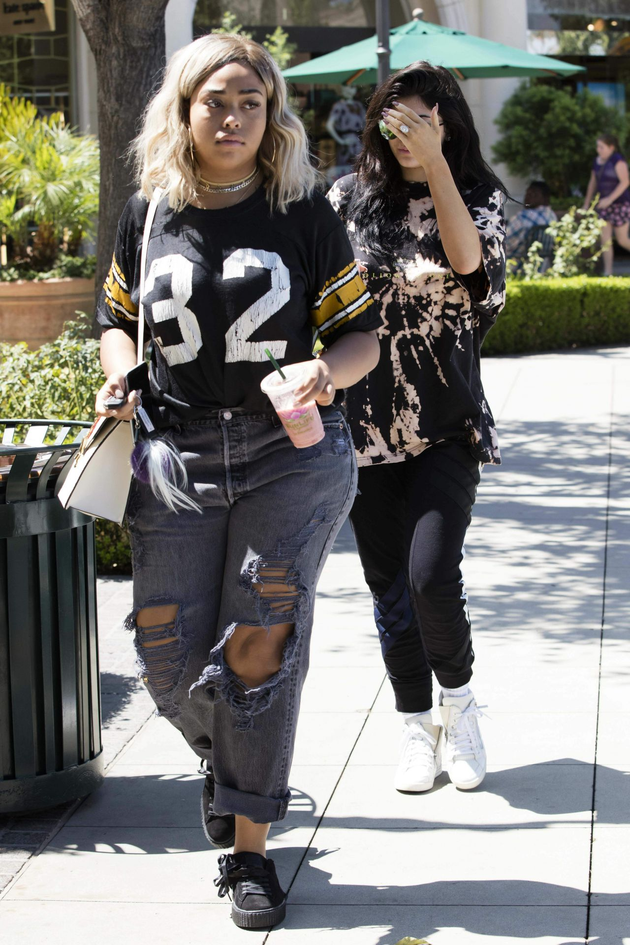 Kylie Jenner Goes For Pizza With Jordyn Woods At Fresh