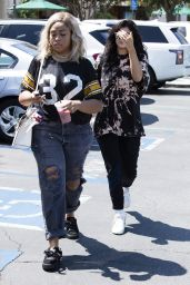 Kylie Jenner - Goes for Pizza With Jordyn Woods at Fresh Brothers in Calabasas 9/2/2016