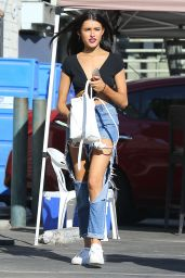 Madison Beer in Super Ripped Jeans at the Halloween Spirit Store in Hollywood 9/29/2016
