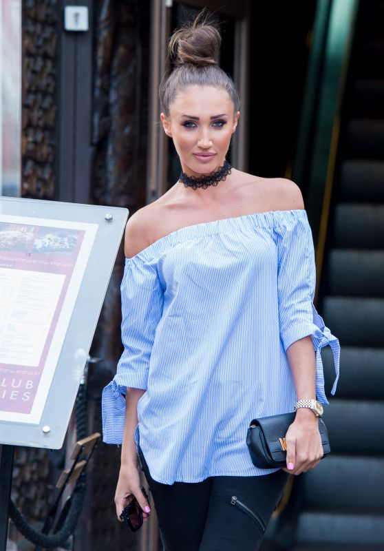 Megan McKenna Urban Outfit - Going to Dinner at Gilgamesh in London 9/1/2016