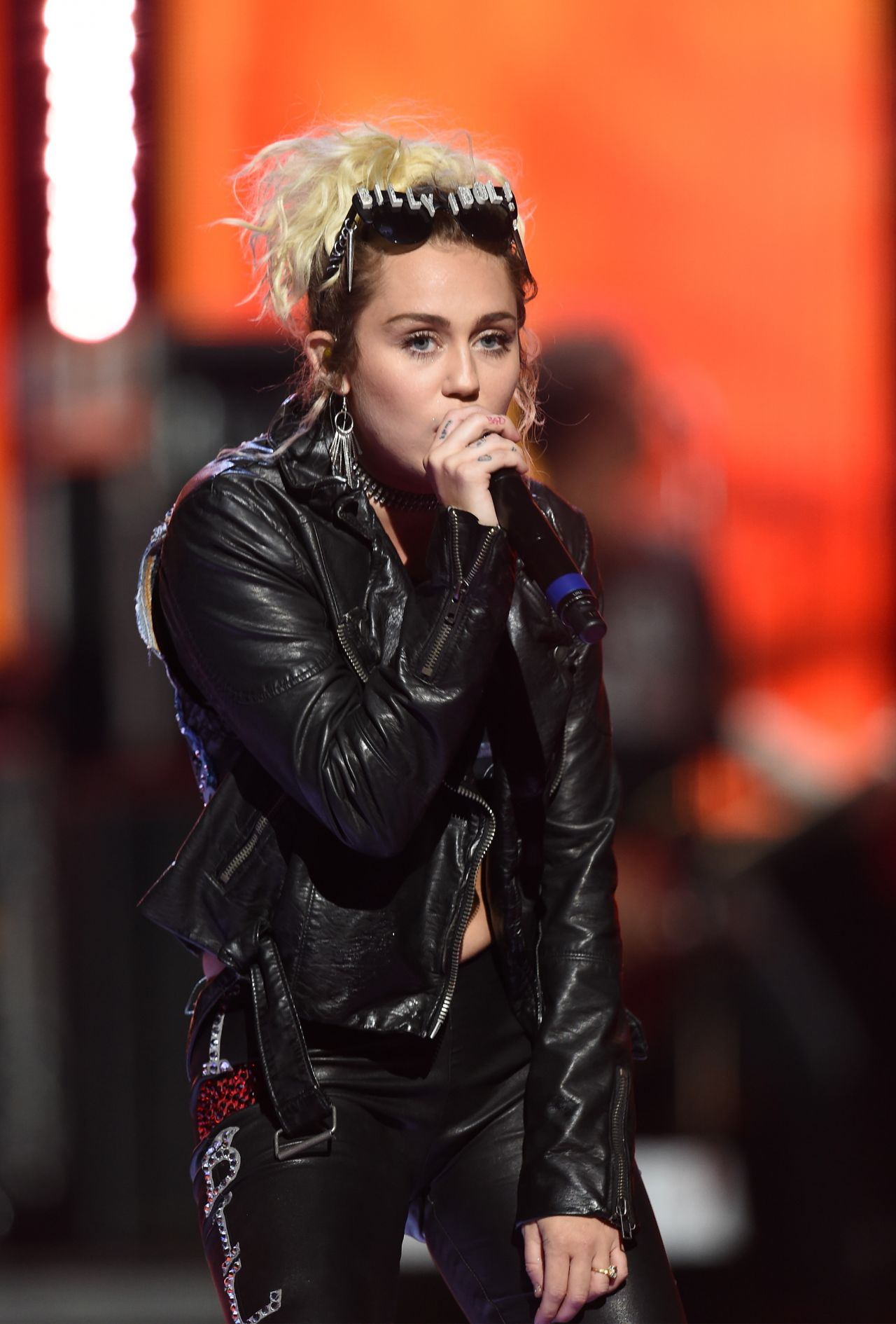 Miley Cyrus Duet With Billy Idol At The 2016 Iheartradio