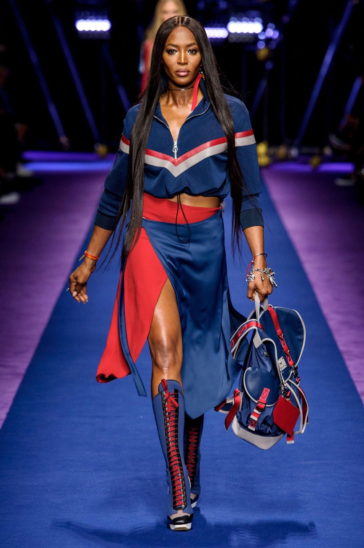 Naomi campbell versace s s 2017 show in milan september for Milan show 2016
