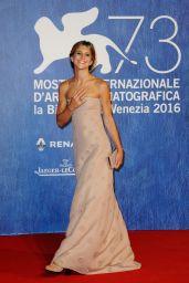 Nicoletta Romanoff -