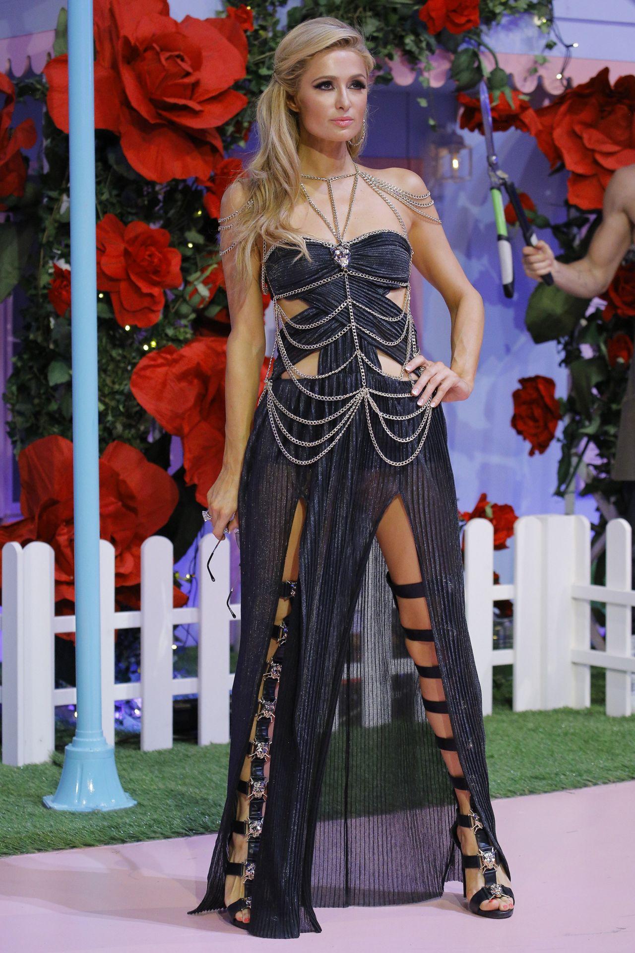 paris hilton philipp plein show at milan fashion week september 2016. Black Bedroom Furniture Sets. Home Design Ideas